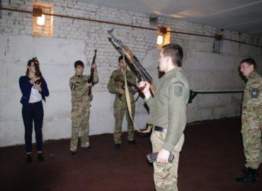 Національний Альянс в Луцьку провів військові заняття для школярів.